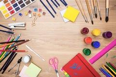 Die Werkzeuge und das Briefpapier der Künstler Stockbild