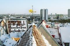 Die Wetterfahne auf dem Dach der alten Stadt in Tallinn Lizenzfreie Stockbilder