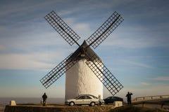 Die Windmühlen in bulesky lizenzfreie stockbilder