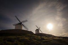 Die Windmühlen mit der Sonne Lizenzfreie Stockfotografie