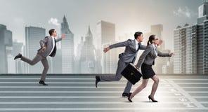 Die Wirtschaftler, die in Konkurrenz Konzept laufen lassen lizenzfreies stockbild