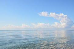 Die Wolke über dem Meer Stockbild