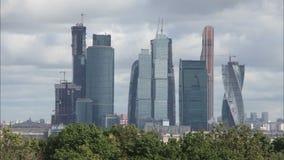 Die Wolken über der Moskau-Stadt stock footage