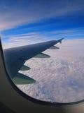 Die Wolken, Himmel und der Flügel Stockfoto