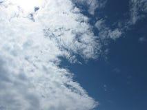 Die Wolken im Himmel Lizenzfreies Stockfoto