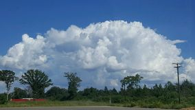 Die Wolken sind der Staub seiner Füße Stockbild
