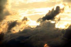 Die Wolken und der Himmel Lizenzfreies Stockfoto