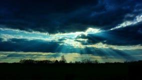 Die Wolken und die Sonne Stockbild