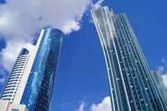 Die Wolkenkratzer der modernen Architektur Stockbilder