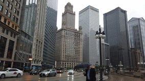 Die Wolkenkratzer von Chicago-Stadtzentrum - CHICAGO, USA - 12. JUNI 2019 stock video