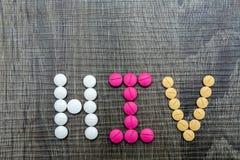 Die Wort HIV (Humaner Immundefizienz-Virus) schriftlichen whith Pillen O Stockbild