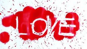Die Wort-Liebe erscheint nach Tinten-Tropfen stock video