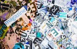Die Wort Zeitschrift und die gelegentlichen Buchstaben in getonter Farbe sratched Lizenzfreie Stockbilder