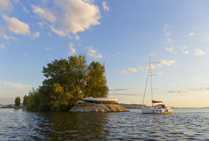 Die Yacht Insel des Himmels Lizenzfreie Stockbilder