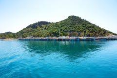 Die Yachten im Hafen auf türkischem Erholungsort Lizenzfreies Stockfoto