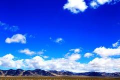 Die Yadan-Landforms und die Wüstenlandschaft in der tibetanischen Hochebene lizenzfreies stockbild