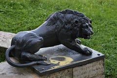 Die Zahl eines Löwes auf einem Sockel Lizenzfreie Stockfotografie