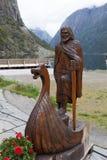 Die Zahl eines Wikinger-Bootes schnitzte vom Holz Gudvangen norwegen Stockfoto