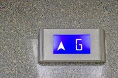 Die Zahl sagt dem G-Boden des Aufzugs Stockfotografie