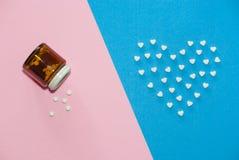 Die Zahlen von Pillen auf dem Hintergrund Stockfotos