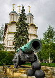 Die Zar-Kanone und die Kirche der zwölf Apostel Lizenzfreie Stockfotografie