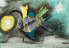 Die zeichnenden Kinder - fischen Sie mit Taschenlampe auf Kopf Stockfoto