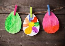 Die Zeichnung des Kindes von Ostereiern Lizenzfreies Stockbild