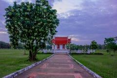 Die Zeile ist ein eindeutiger Baustil, Thailand Thailand ist eine buddhistische Pagode Lizenzfreie Stockfotografie