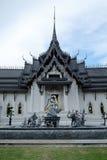 Die Zeile ist ein eindeutiger Baustil, Thailand Thailand ist eine buddhistische Pagode Stockfoto