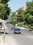 Die zentrale Straße der Stadt von Smolyan bulgarien Stockbild