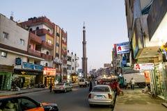 Die zentrale Straße von Hurghada in der Ägypten-Abendbeleuchtung Lizenzfreie Stockbilder