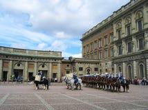 Die Zeremonie des Änderns des königlichen Schutzes in Stockholm, Schweden Lizenzfreie Stockfotos