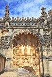 Die Zinnen und die Drehköpfe im mittelalterlichen Schloss Stockfotografie