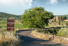 Die Zufahrtsstraße zur historischen Abtei von Passignano Stockbilder