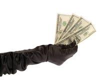 Die zwei Hände der Frauen in den schwarzen Handschuhen, die $ 400 halten Lizenzfreie Stockfotografie