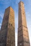 Die zwei Kontrolltürme von Bologna stockbild
