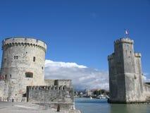 Die zwei Kontrolltürme von La Rochelle Lizenzfreie Stockfotografie