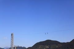 Die zwei Möglichkeiten Kabelbahn errichtet zwischen dem moutain Stockbilder