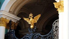 Die zwei - vorangegangener Adler Stockfotos