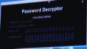 dieb Hacker, der sensible Daten als Passwörter von einem Personal-Computernützlichen für das Antiphishing und Internet stiehlt stock footage