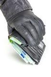 Dieb mit Lederhandschuhen erreicht für eine Geldbörse Lizenzfreie Stockfotos