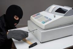 Dieb-Opening Cash Register-Fach Stockbilder