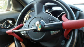 Diebstahlsicherer Auto-Lenkrad-Verschluss lizenzfreie stockfotografie