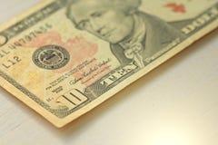 Dieci dollari con una nota 10 dollari Fotografia Stock Libera da Diritti