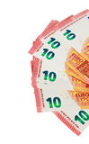 Dieci note degli euro su esposizione su un fondo bianco Fotografie Stock