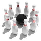 Dieci perni e sfere di bowling Fotografie Stock