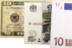 Dieci rubli contro il dollaro e l'euro Fotografie Stock Libere da Diritti