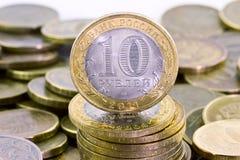 Dieci rubli russe sul fondo dei soldi immagini stock