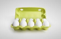 Dieci uova bianche in un contenitore di scatola Fotografia Stock