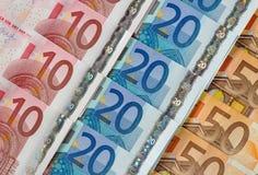 Dieci, venti e cinquanta euro file della diagonale delle note. Fotografia Stock Libera da Diritti